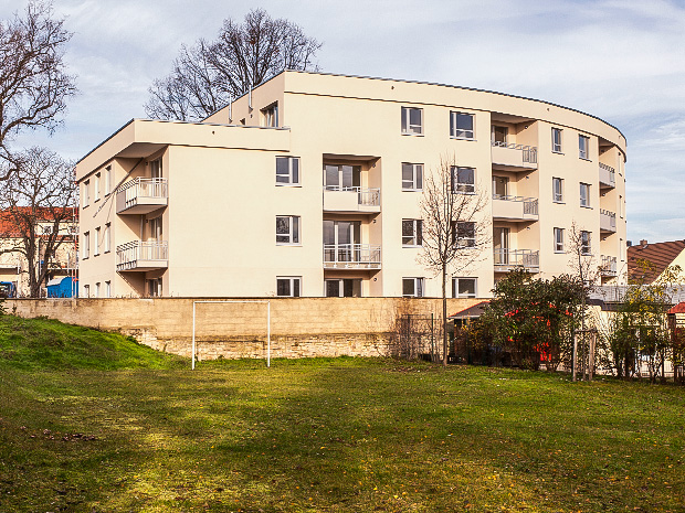 WG Aufbau Merseburg Südseite vom Neubau Wohnanalge Rabennest in Merseburg