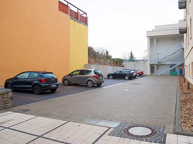 WG Aufbau Merseburg Parkplatz Wohnanlage Rabennest in Merseburg